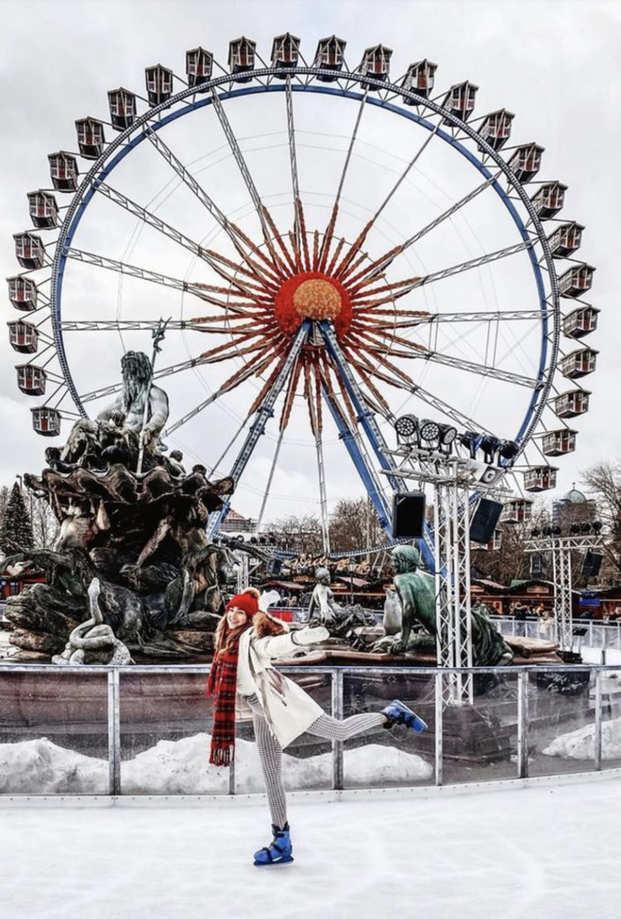 Fotospot in Berlin: Die Eislaufbahn am Neptunbrunnen