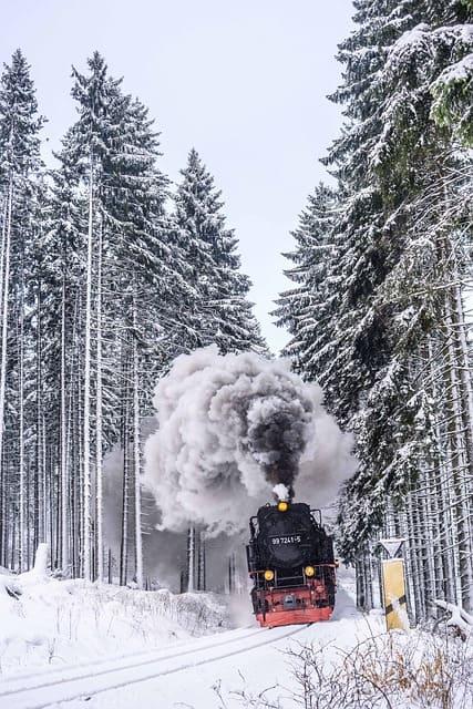 Fotospots im Schnee: Eine Dampflok im Schnee, Brockenbahn im Harz
