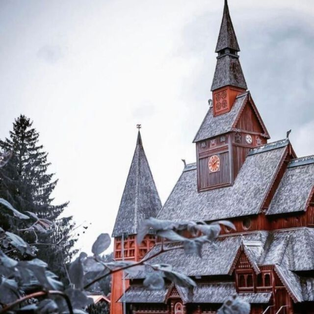 📍 Gustav-Adolf-Stabkirche, Hahnenklee, Germany   Stave churches are more familiar from Norway, where the first ones were built by Vikings at that time. But these churches also existed in Germany. At the beginning of the 20th century, the architect Karl Mohrmann took this as an opportunity to have the Gustav Adolf Stave Church built from local spruce wood. With 350 seats, it holds about 7 times as many visitors as its Norwegian relatives. In the meantime, the church has already been renovated several times and adapted to current needs. Especially in the 70s, the Gustav Adolf Staff Church was a popular church for weddings. Stave churches often bear resemblance to Viking ships. A tribute to this in Hahnenklee is the chandelier, which is based on a ship's steering wheel, the upper windows, which are reminiscent of portholes, and the dragon heads, which were attached to the ridge turrets. In any case, the church is decidedly cozy and yes: you do indeed imagine yourself in an old ship!  #harz #harzmountains #hahnenklee #stabkirche #goslar #kirche #heimatharz #niedersachsen #meisightgermany #meisight #germany #visitgermany #nationalparkharz #vikingarchitecture #draussenimharz #meinniedersachsen #beautifuldestinations #beautifulchurch #beautifulchurches #karlmohrmann #gustavadolfstavechurch #gustavadolfstabkirche #buildingswow #church #architecture #woodenbuildings